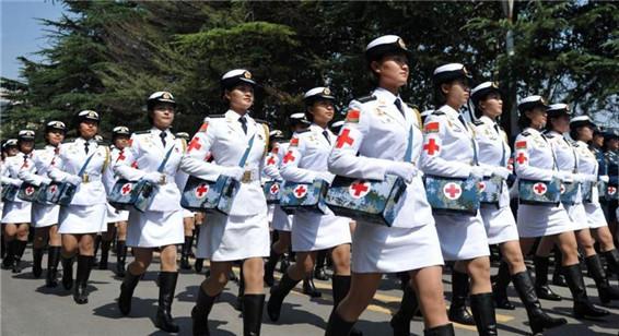 参加9・3阅兵的白求恩医疗方队荣归母校