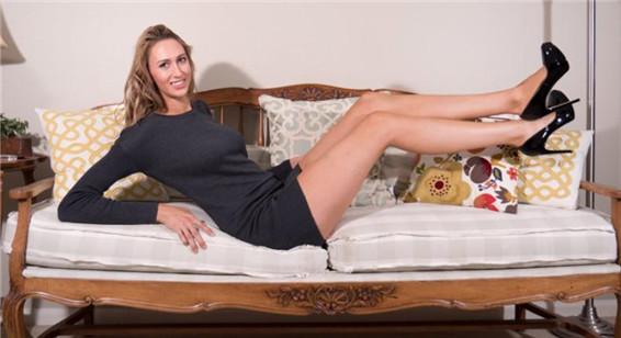 女模特腿长1.2米 刷新美国最长腿纪录