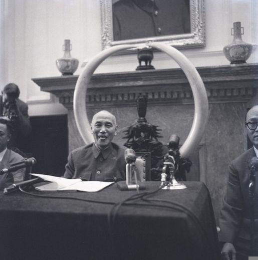 蒋介石吐舌卖萌做炒饭