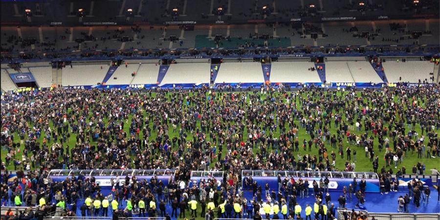 巴黎爆炸发生时正举行球赛 球迷冲进球场