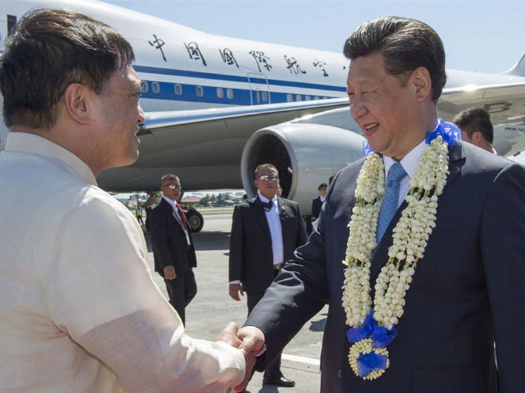 习近平抵达菲律宾马尼拉 出席亚太经合组织第二十三次领导人非正式会议