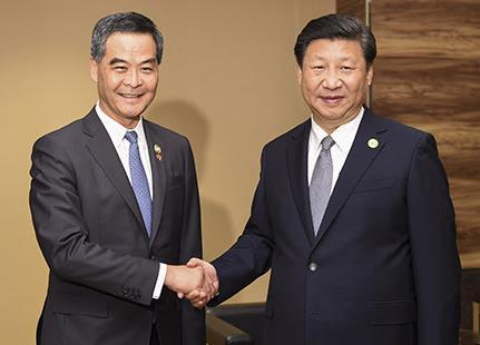习近平在菲律宾马尼拉会见香港特别行政区行政长官梁振英