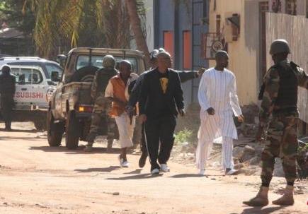 马里安全部队对遭袭酒店发起强攻 救出20名人质
