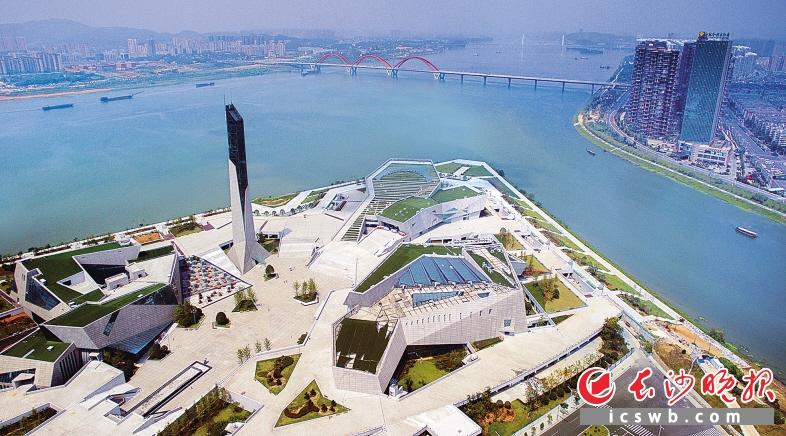 位于北辰三角洲的长沙滨江文化园将于12月28日正式开园.