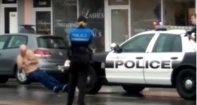 美国一银行抢劫犯被警察当街射杀