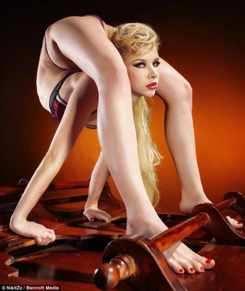 世界最柔软女子秀惊人弯曲姿势