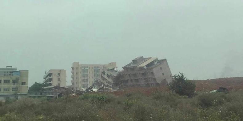 深圳一工业园遭山体滑坡吞没现场