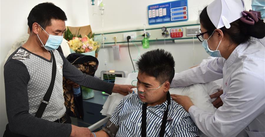 深圳滑坡首名幸存者田泽明与家人见面