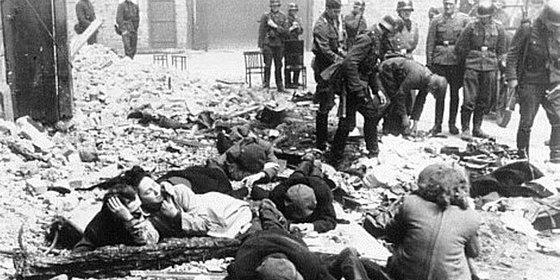 1943年德军镇压华沙起义:犹太女子脱衣检查