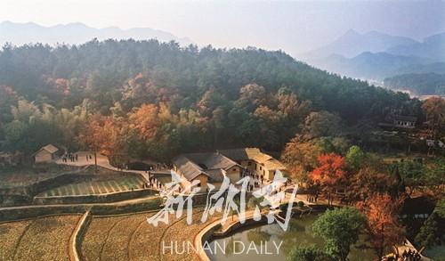 乘高铁:日行千里游三湘 新湖南www.hunanabc.com