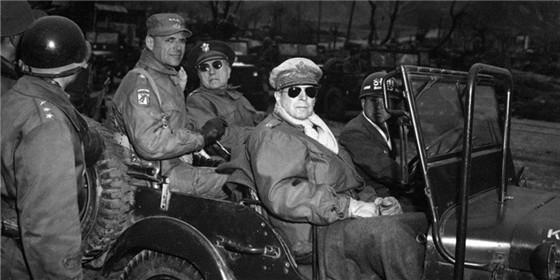 傲慢的麦克阿瑟:朝战中令人难忘的面孔