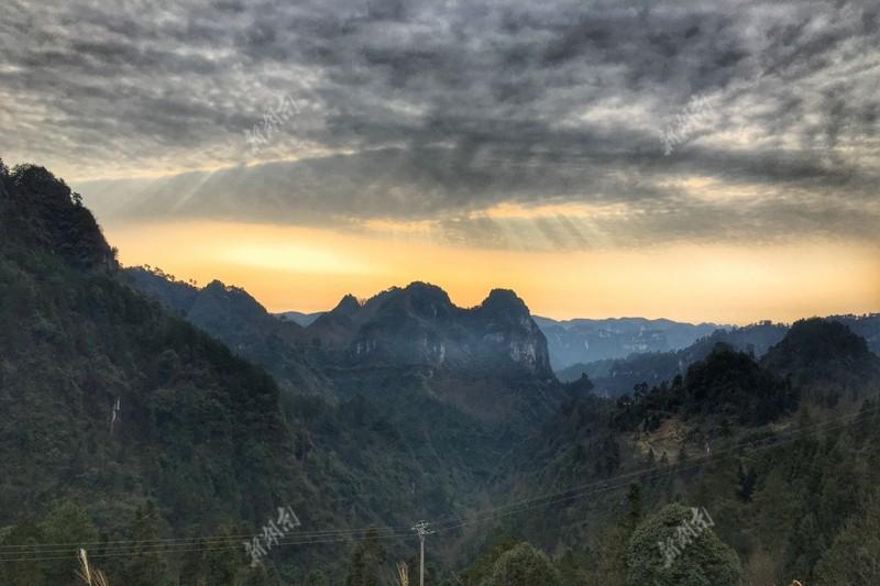 夜郎十八洞位于花垣县双龙镇莲台山,是湘西地区喀斯特地貌