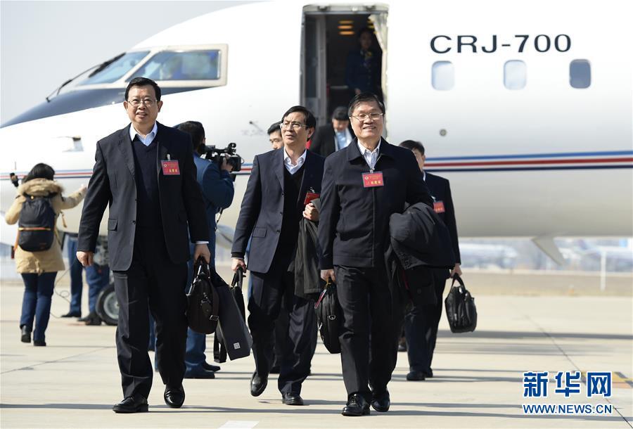 (两会)来自广西壮族自治区的全国政协委员抵京