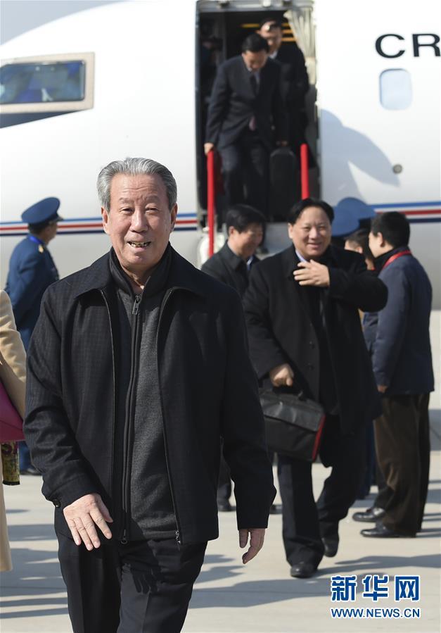 (两会)(2)来自甘肃的全国政协委员抵京