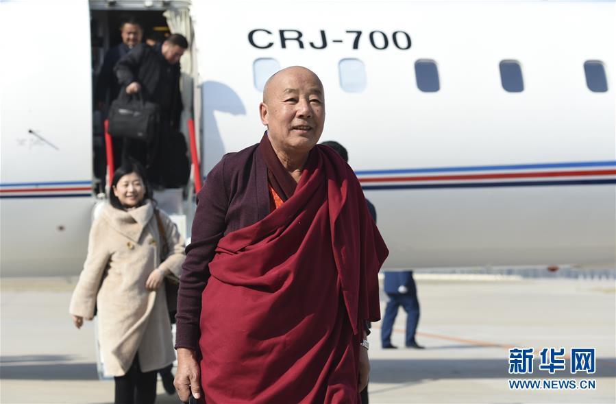 (两会)(1)来自甘肃的全国政协委员抵京