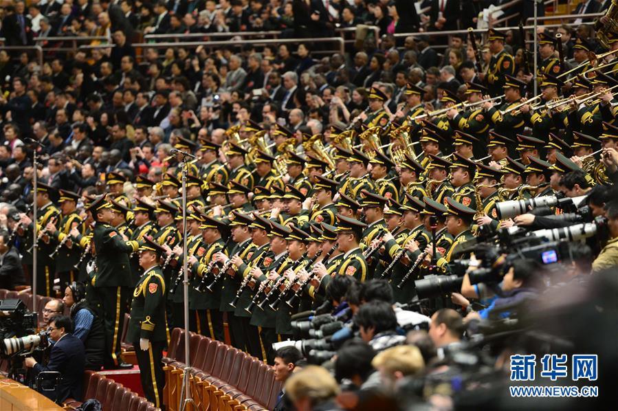 (两会·人大开幕)(4)十二届全国人大四次会议在京开幕