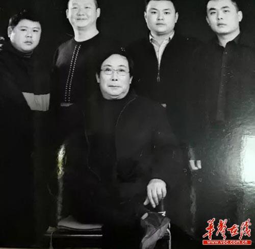 笑星杨志淳:曾火得下不得地 拒绝搭档大兵(图)