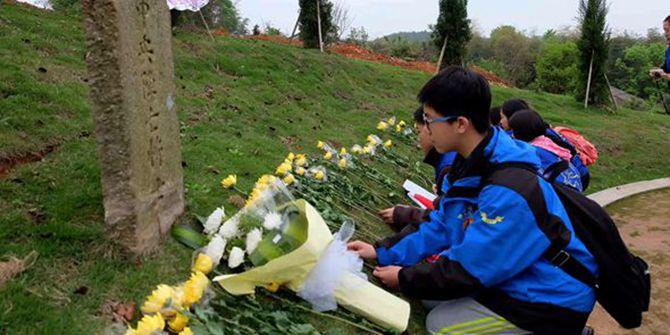 抗战老兵与志愿者公祭长沙会战阵亡将士