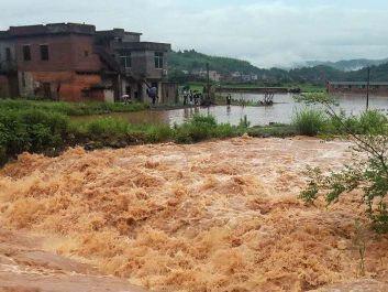 [郴州]突降暴雨村民围困 临武南强镇紧急救援