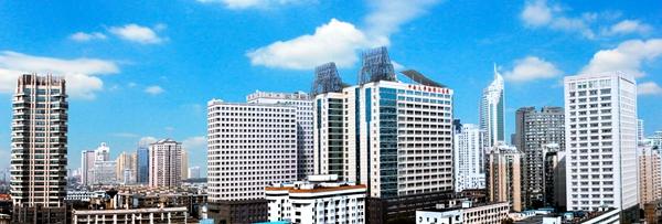 中南大学湘雅二医院 华声在线5月24日综合讯 中南大学湘雅二医院(原湖南医科大学附属第二医院)位于历史名城,湖南省会长沙,脱胎于1906年美国雅礼协会在中国创办最早的西医院之一雅礼医院,始建于1958年,是国家教育部重点高校中南大学附属的大型综合性三级甲等医院,是国内学科最齐全、技术力量最雄厚的医院之一,素有南湘雅美誉。先后荣获全国百佳医院、全国五一劳动奖状、全国卫生系统先进集体、全国群众满意医疗卫生机构等荣誉称号。 医院现有在岗正式职工4100余人,其中高级专业技术人员631人,千人计划