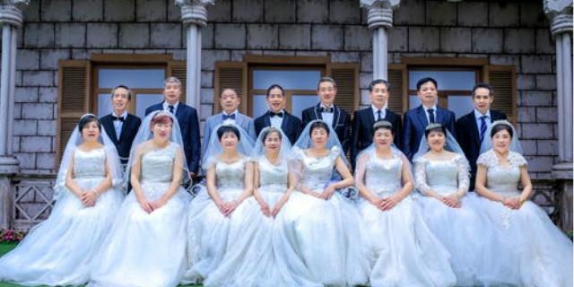 邵东县爱心帮扶计生家庭为花甲老伴拍摄婚纱照