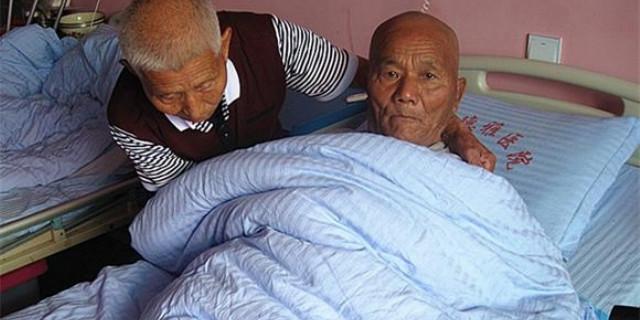 新邵82岁老人不觉老 义务护理重病五保老人