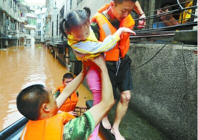 潭株娄等市遭遇暴雨袭击 省防指10个工作组奔赴各地