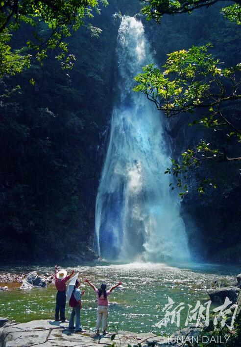 甲水等6个景区和落水源瀑布,珠帘瀑布,树抱石,黑龙潭等40多个主要风景