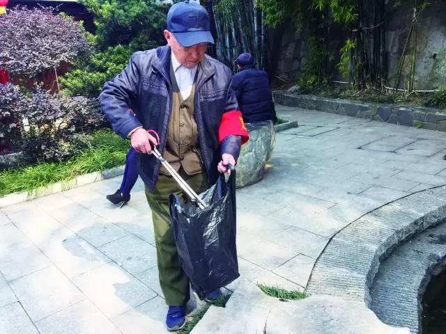 86岁老党员保护白沙井30年