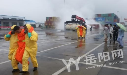 正面吊事故_王炎坤)6月27日8时32分,新港公司危化品集装箱中转区,一台正面吊