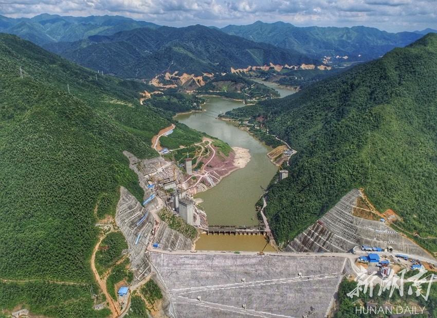 涔天河水库取水塔完成浇筑