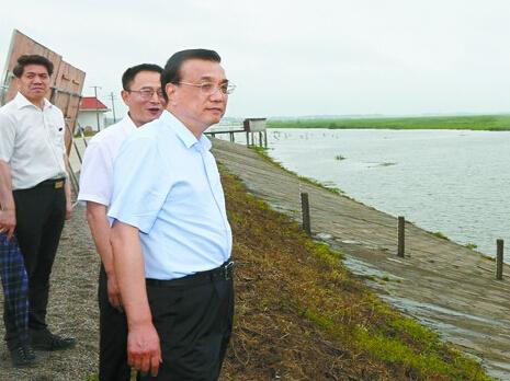 总理视察湖南防汛:把保障人民群众生命财产安全顶在头上