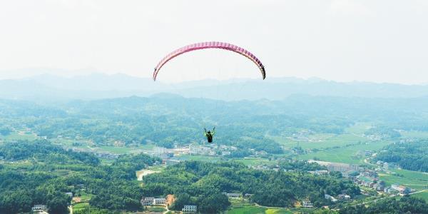 全国60名滑翔伞精英集聚宁乡 展开激烈角逐