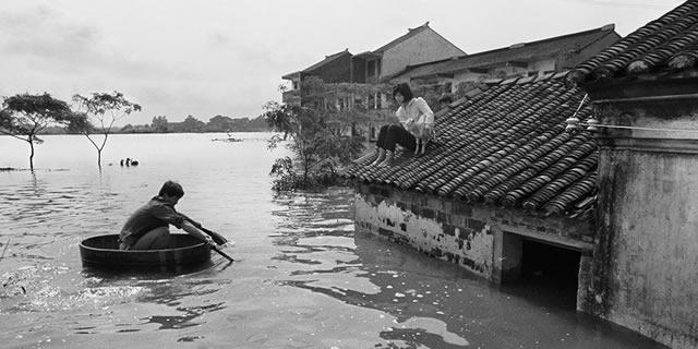 罕见老照片记录历史上洪灾惨状