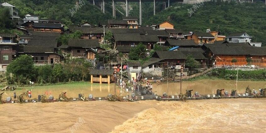 古丈县默戎镇遭遇洪灾 苗寨景区受灾严重