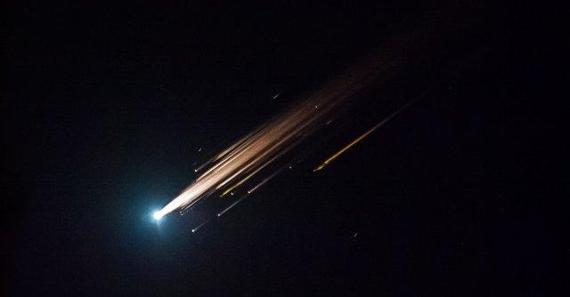 长征七号路过美国吓坏当地人 大量火球划破天际