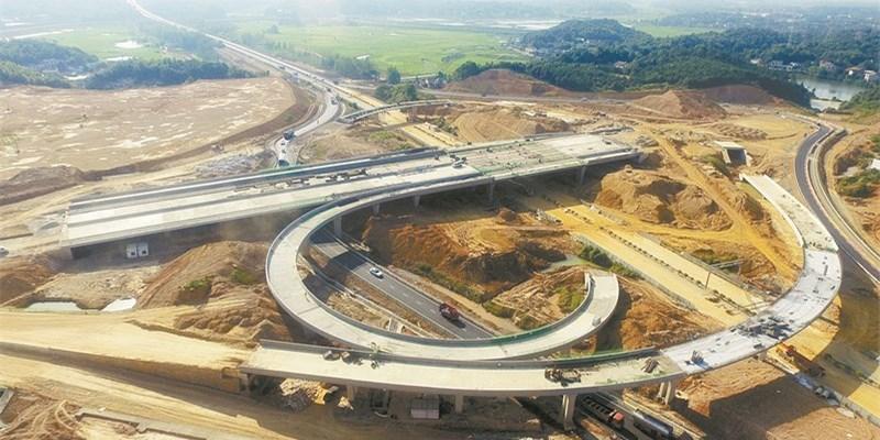 长沙万家丽路与绕城高速互通桥梁全面合龙