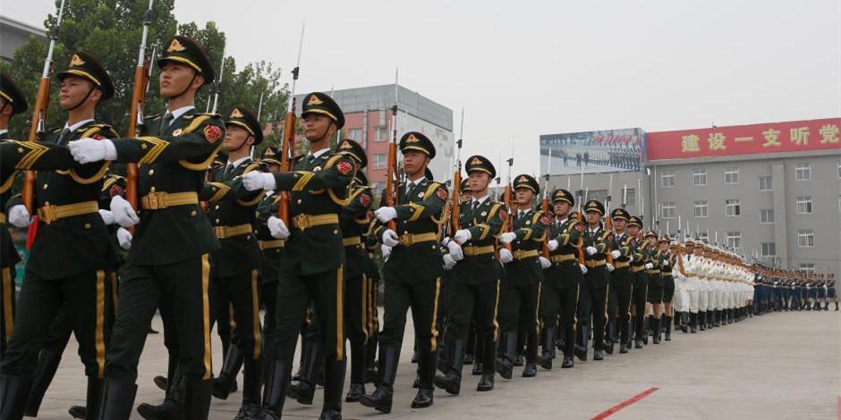 """中国三军仪仗队""""夏练三伏"""""""