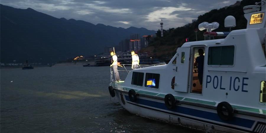 重庆巫山快艇翻沉事故10人获救 3人下落不明