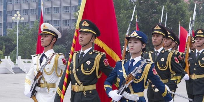 祖国光辉历程的见证者――记中国人民解放军陆海空三军仪仗队