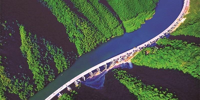 绥宁县梅口巫水特大桥左幅架梁完成