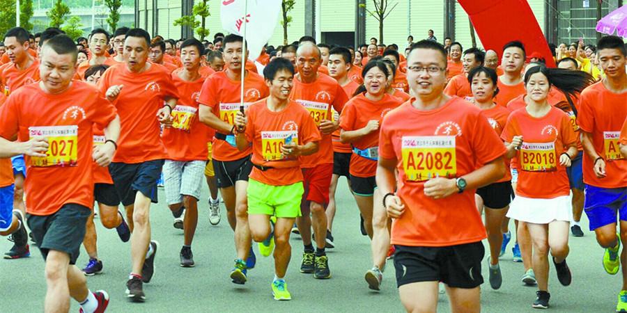 与奥运同行:洪江市举行千人万米环城长跑比赛