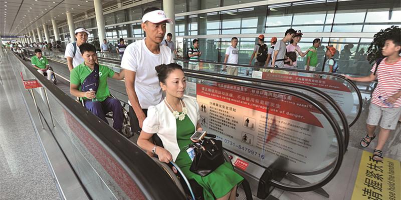 长沙火车南站、黄花机场获赠150台轮椅