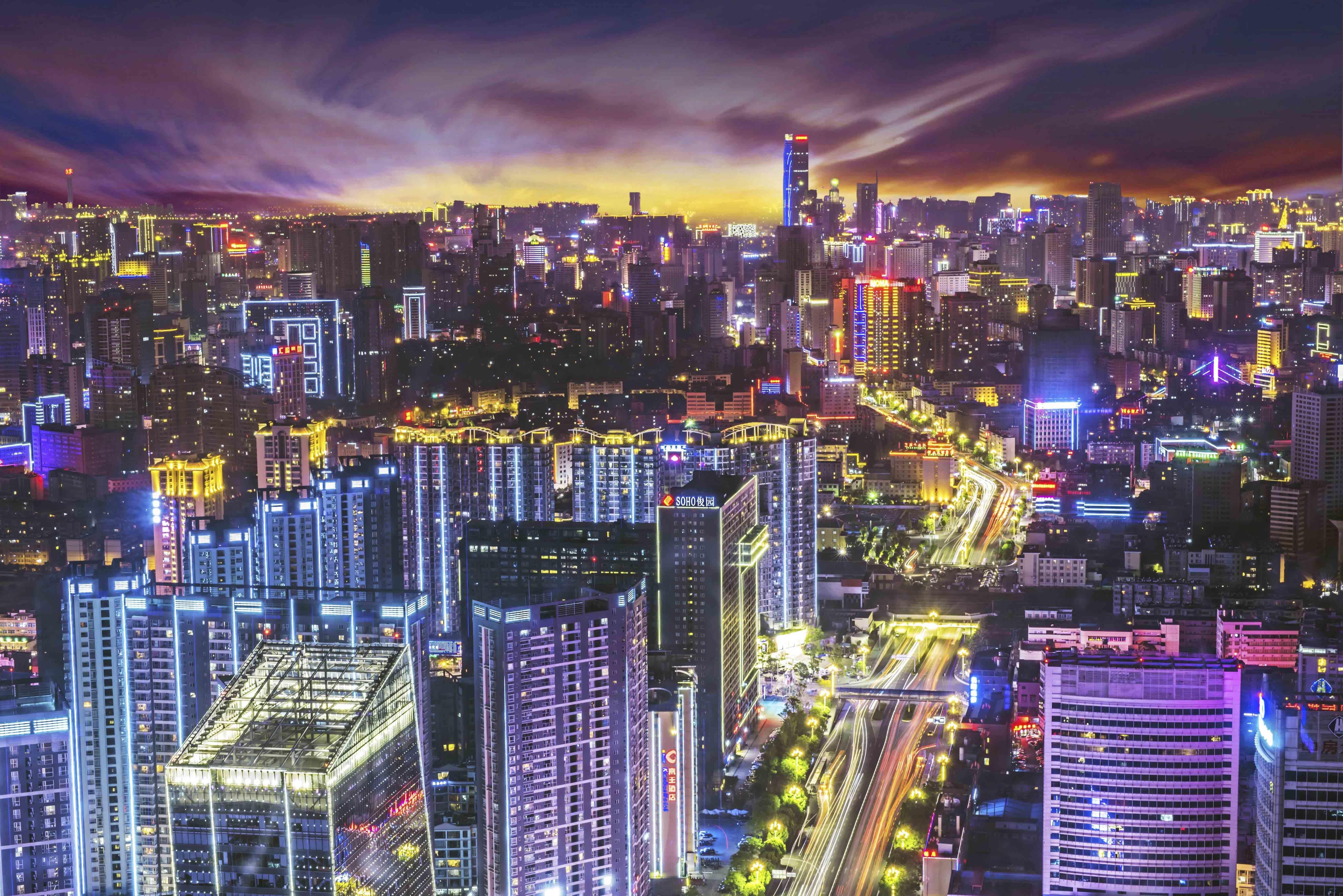 夏天爬高楼记录城市美景图片