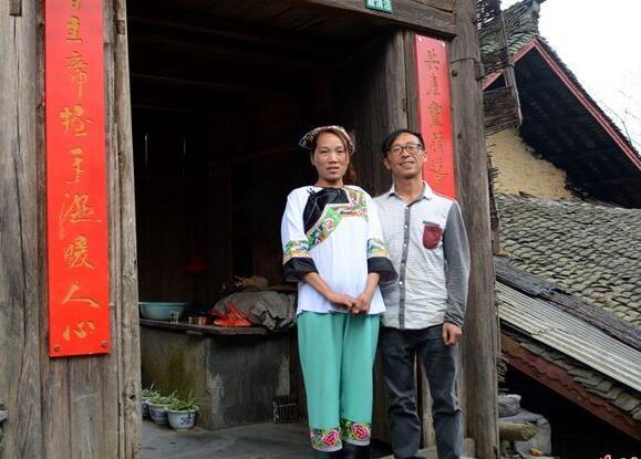 【网络媒体走转改】游客多了 十八洞村民回乡办起了农家乐