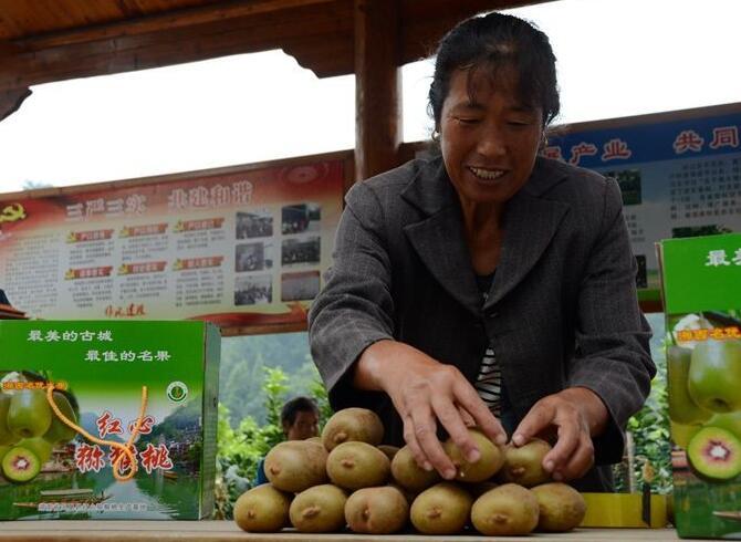 【网络媒体走转改】菖蒲塘村民:感谢精准扶贫带来的实惠