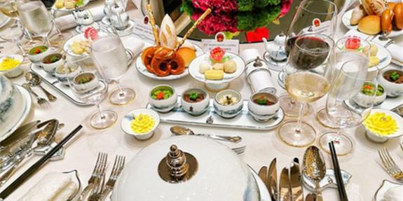 实拍G20国宴现场:餐具图案取自西湖实景