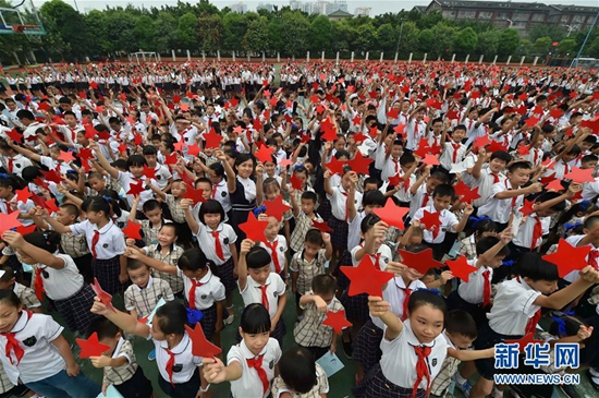 广西:闪闪红星忆征程