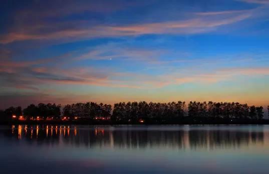 月亮岛 月亮岛位于长沙市西北部14公里处的湘江西岸
