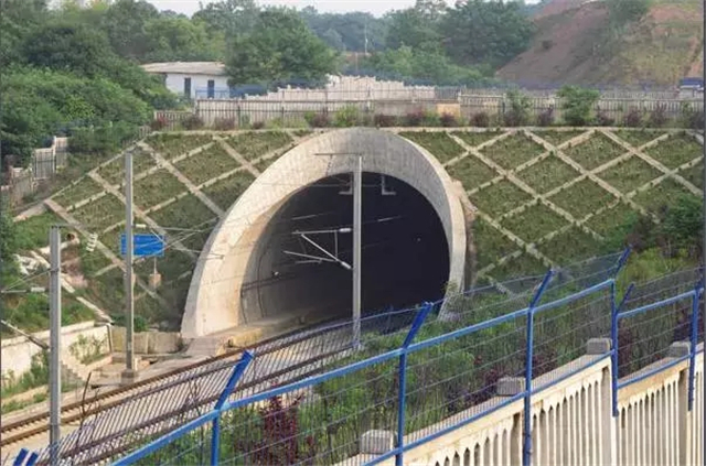 浏阳河隧道,世界跨度最大的高速铁路穿河隧道